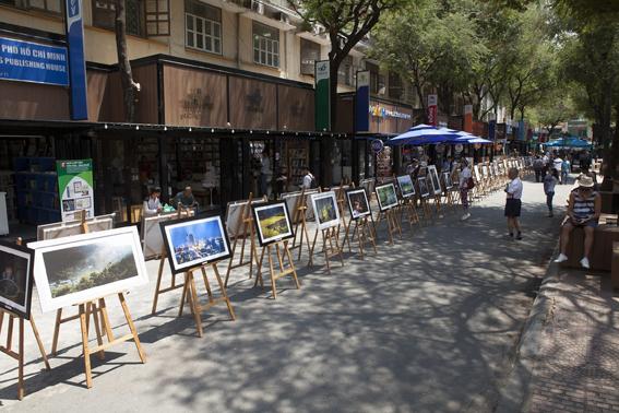 Tổ chức không gian hè đường kết hợp thương mại và sinh hoạt cộng đồng Tuyến đường sách Nguyễn Văn Bình (Quận 1, TPHCM)
