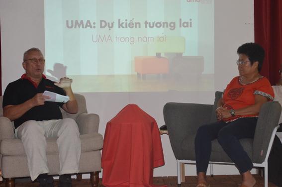 Chủ tịch và Giám đốc điều hành August Wingrardh (bên trái) giới thiệu tình hình UMA hiện tại và dự kiến tương lai