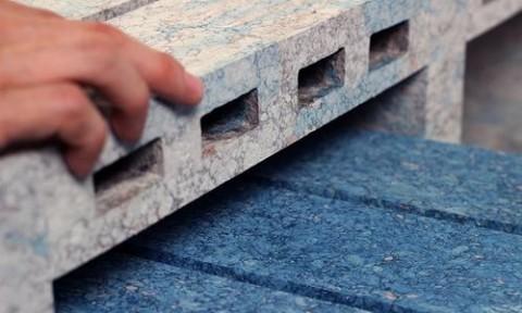 Sản xuất gạch và đồ nội thất từ giấy tái chế