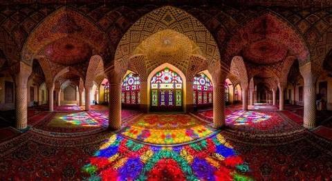 """Vẻ đẹp tuyệt mĩ của """"nhà thờ Hồi giáo màu hồng"""""""