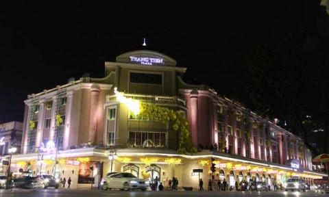 Đường phố Hà Nội đẹp thanh lịch với đèn trang trí Tết