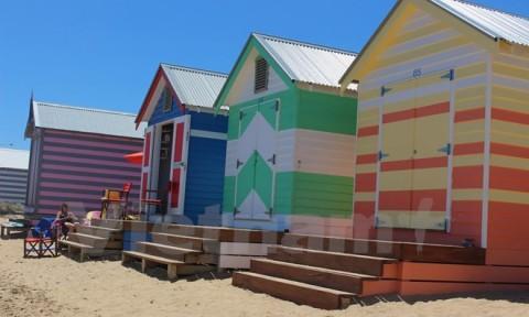Độc đáo những ô nhà sặc sỡ 100 năm tuổi bên bờ biển Australia