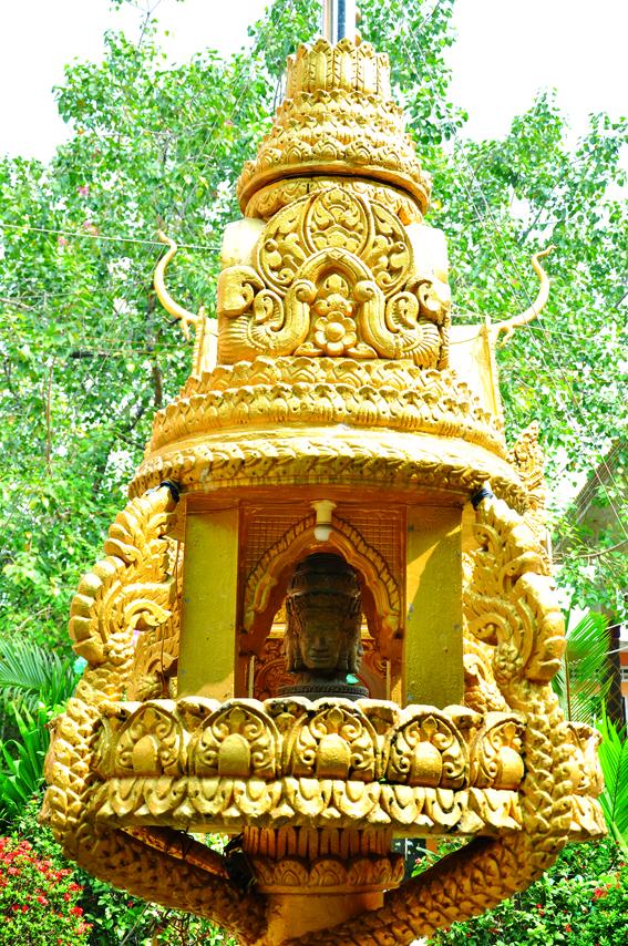 Bàn thờ Phạm Thiên, chùa Candaransi, TP HCM