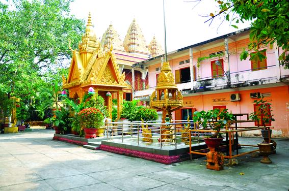 Không gian sân chùa Candaransi, TP HCM