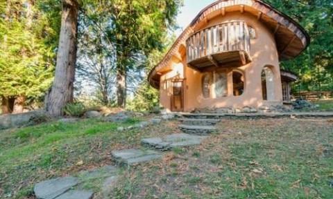 Ngôi nhà nhỏ hình nấm ở British Columbia