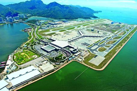 Tổng thể sân bay Hồng Kong International Airport sử dụng chủ yếu đường thẳng