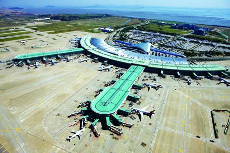 Tổng thể sân bay hình cánh cung với các tuyến thẳng mở rộng, sân bay Incheon International Airport Hàn Quốc