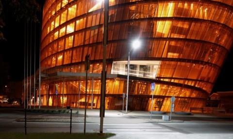 Thiết kế nhà hát bằng kính màu hổ phách ấn tượng ở Latvia