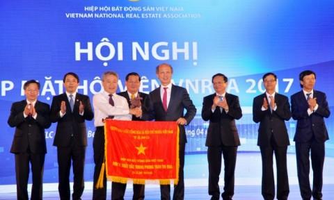 Chính phủ tặng Cờ thi đua cho Hiệp hội Bất động sản Việt Nam