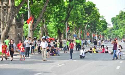 Người nước ngoài nói về phố đi bộ Hà Nội