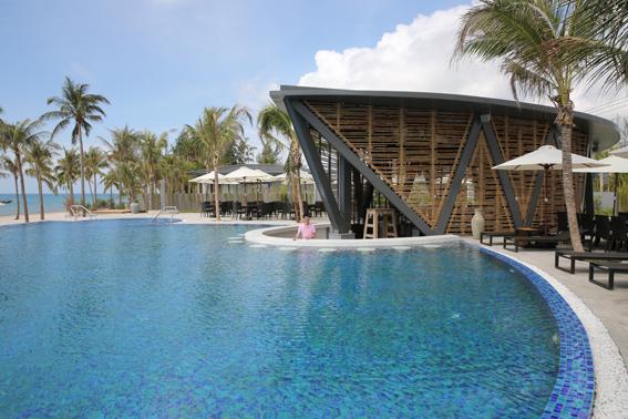 Bể bơi & Bar