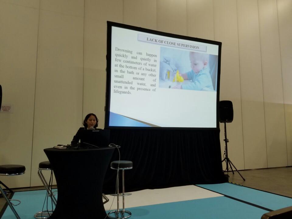"""Diễn giả Đào Vân Giang đã trình bày bài tham luận về chủ đề """"An toàn cho bể bơi và bể bơi trong trường học"""""""