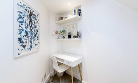 Căn nhà hẹp méo ở London có giá thuê cao không tưởng