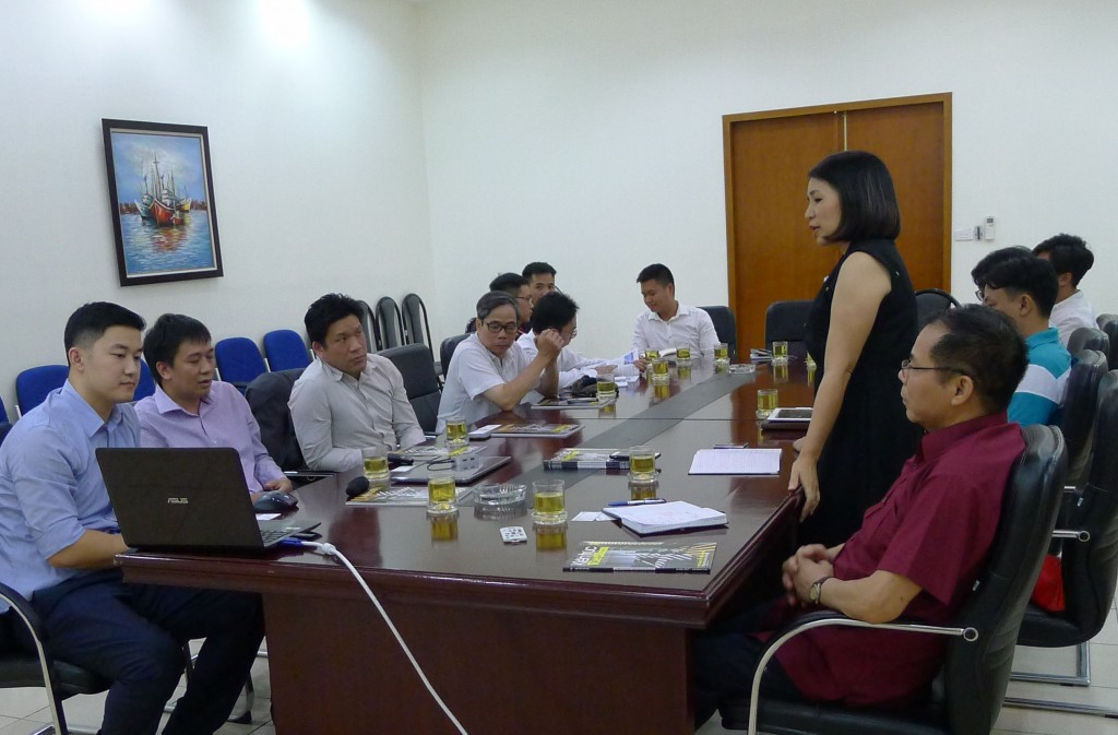 Bà Phạm Thanh Huyền, TBT Tạp chí Kiến trúc Việt Nam phát biểu tại buổi làm việc với Vircon Ltd ( Hong Kong)