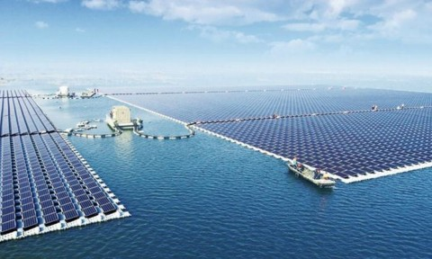 Trang trại năng lượng mặt trời nổi lớn nhất thế giới