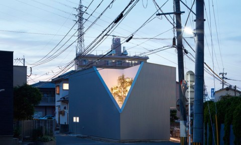 Gia đình Nhật vạt một góc nhà để ngắm cảnh bên ngoài