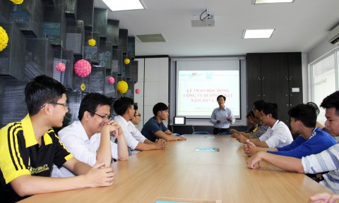 Công ty Dương Nhật trao học bổng cho các sinh viên ngành Xây dựng ĐH Kiến trúc TP.HCM