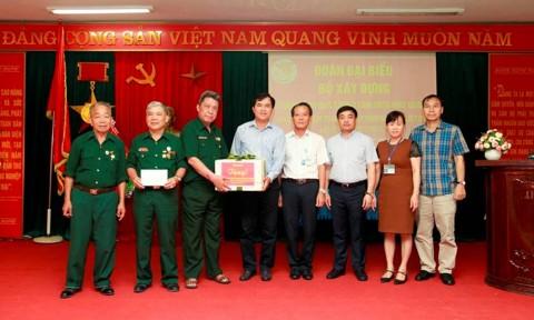 Bộ Xây dựng thăm và tặng quà các thương, bệnh binh và thân nhân liệt sỹ