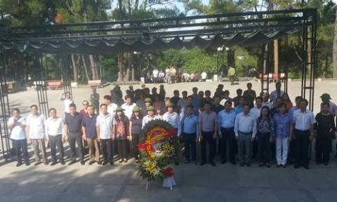 Đoàn công tác Bộ Xây dựng tri ân anh hùng, liệt sỹ tại Quảng Trị