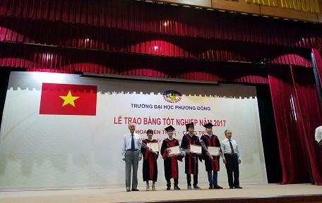 Khoa kiến trúc công trình Trường ĐH Phương Đông  trao bằng tốt nghiệp cho tân cử nhân niên khóa 2012- 2017