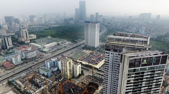 Nhà cao tầng xây mới với mật độ cao dọc đường vành đai 3, TP Hà Nội