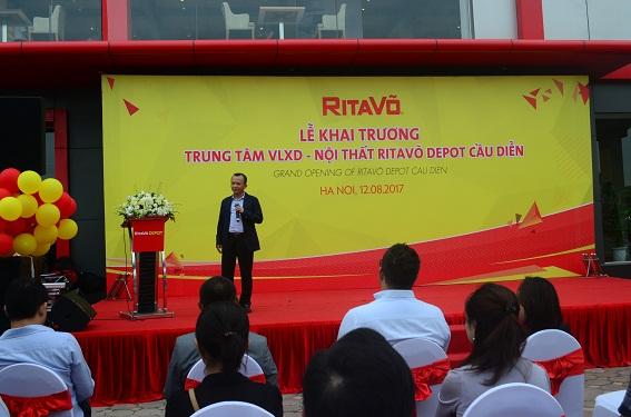 Ông Võ Mậu Quốc Triển – Chủ tịch Công ty RitaVõ phát biểu khai trương Trung tâm Vật liệu xây dựng và nội thất RitaVõ Depot Cầu Diễn