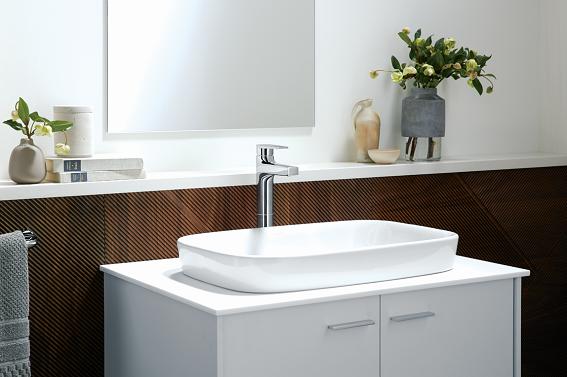 Phong cách tối giản tạo sự rộng rãi về không gian cho phòng tắm