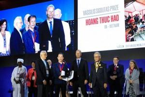 TS Hoàng Thúc Hào nhận giải Vassilis Sgoutas Prize 2017