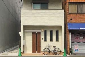Những ngôi nhà mặt phố giản dị bất ngờ ở Nhật