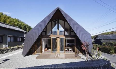 Nhà Nhật 2 tầng có mái chạm đất