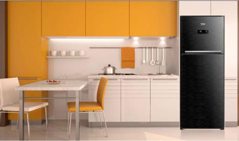Gian bếp cá tính, sang trọng với tủ lạnh đen vân gỗ