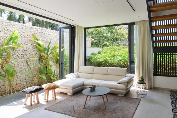 Không gian phòng khách tiếp cận trực tiếp với thiên nhiên