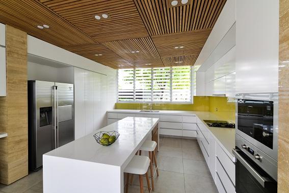 Nội thất phòng bếp sử dụng các chi tiết trang trí và vật liệu kỷ hà