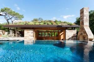 Ngôi nhà có thiết kế mái cong xinh đẹp ở Texas