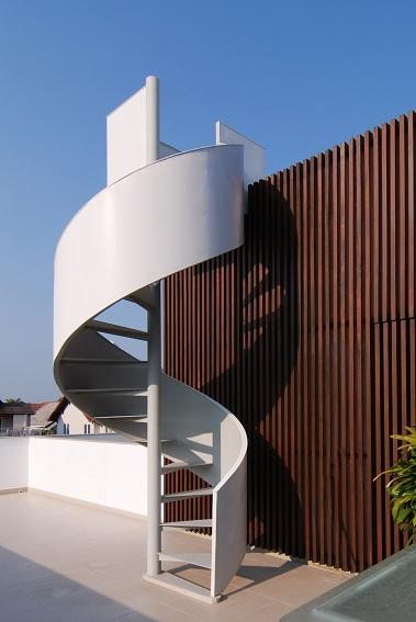 Chi tiết thang cong trên mái công trình