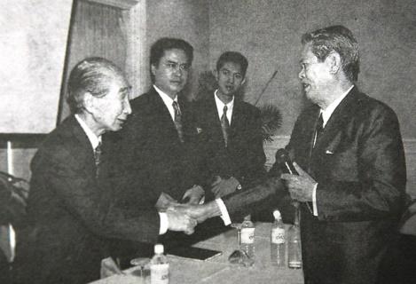 Các kiến trúc sư Kenzo Tange và Ngô Viết Thụ tại TP.HCM, 1994
