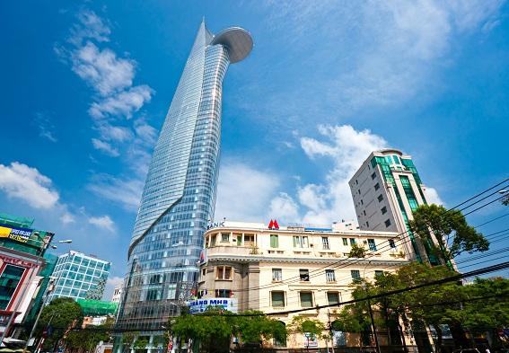 Công trình kiến trúc mới và cũ tại khu vực trung tâm TPHCM