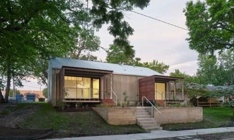 Sinh viên bang Kansas xây dựng nhà giá rẻ cho các hộ gia đình thu nhập thấp