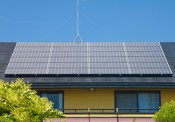 Mẹ Việt ở Nhật quanh năm thu tiền nhờ mái nhà phát điện