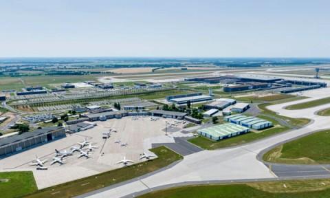 """Sân bay 7 tỷ USD xây xong 5 năm vẫn """"đắp chiếu"""""""