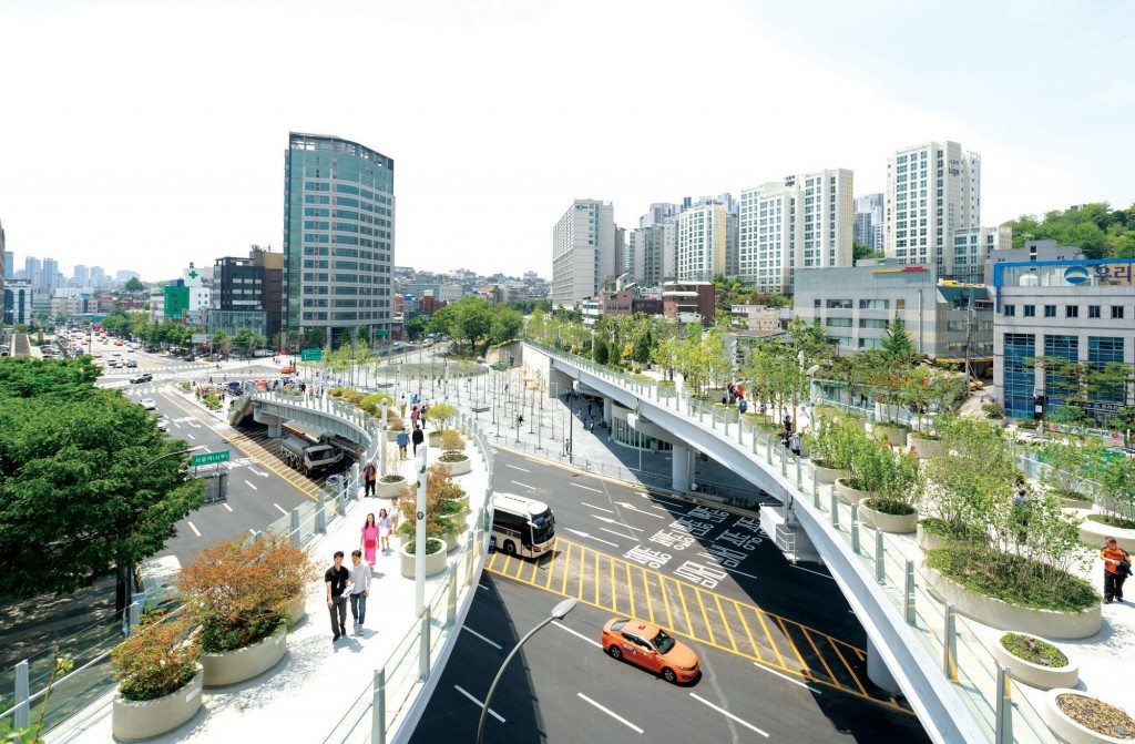 Hệ thống giao thông và cầu bộ hành kết nối đô thị vệ tinh với đô thị trung tâm TP Seoul Hàn Quốc