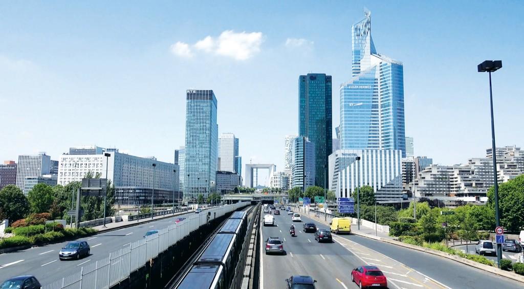 Hệ thống giao thông đường bộ và đường sắt kết nối đô thị trung tâm với thành phố vệ tinh tại TP Paris, CH Pháp