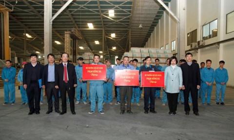 Bộ trưởng Bộ Xây dựng Phạm Hồng Hà thăm, chúc Tết công nhân lao động trên công trường