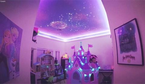 Ông bố tạo hiệu ứng bầu trời sao rực rỡ trong phòng con gái