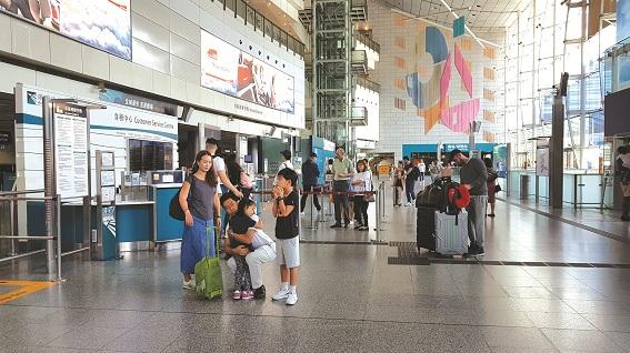 Nhà ga hành khách đi máy bay  trong lòng Trung tâm Tài Chính Quốc tế (IFC),  Hong Kong