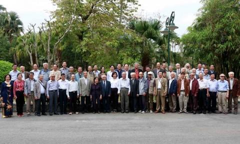Đoàn cán bộ lão thành Bộ Xây dựng thăm lại Nhà máy Thủy điện Hòa Bình