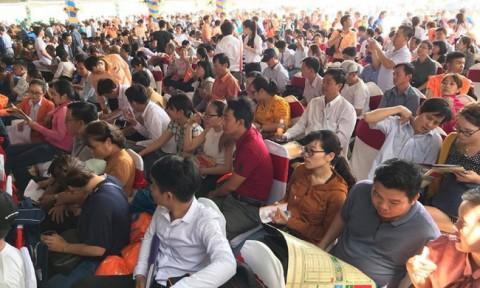 TP Hồ Chí Minh: Chen chúc nhau đi mua đất nền