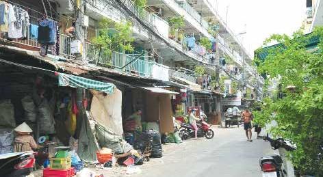 Không gian bán hàng là sinh kế của nhiều hộ gia đình sống trong các khu chung cư cũ TPHCM