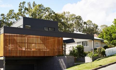 Cận cảnh ngôi nhà tuyệt đẹp với những chi tiết gỗ độc đáo và hiện đại