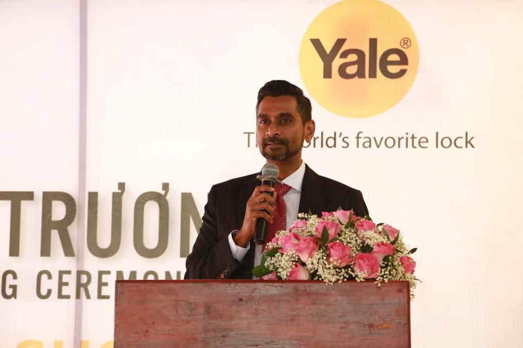 """Đại diện Yale phát biểu: """"Thương hiệu này cũng đã và đang đẩy mạnh các dòng khóa điện tử thông minh, với các tính năng bảo mật cao và tiện dụng cho người dùng"""""""
